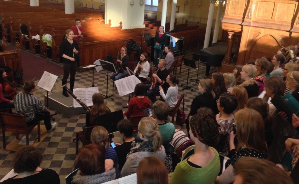Kuorot ja orkesteri harjoittelevat